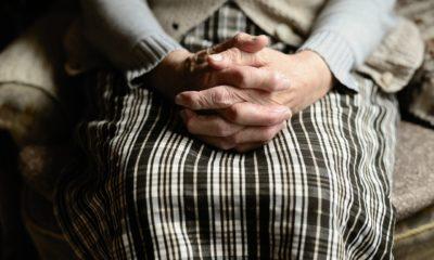 mani anziana